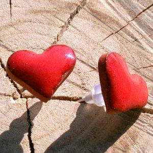 Náušnice z pálené hlíny - karmínová láska 10mm