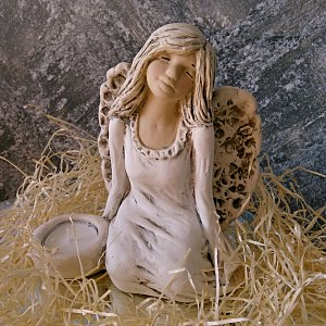 Andělská soška - svícen 17cm - krásné snění