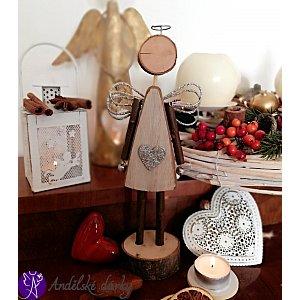 Anděl ze dřeva  se srdcem 26 cm