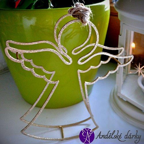 Drátěný andílek k zavěšení - zlatý 14 x 12 cm