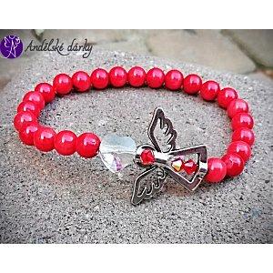 Náramek červený korál s andílkem a srdcem Swarovski