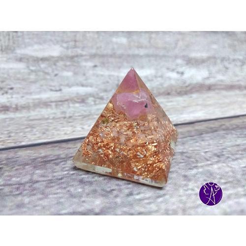 Orgonitová pyramida malá – růžový turmalín 2,5 x 2,5 cm