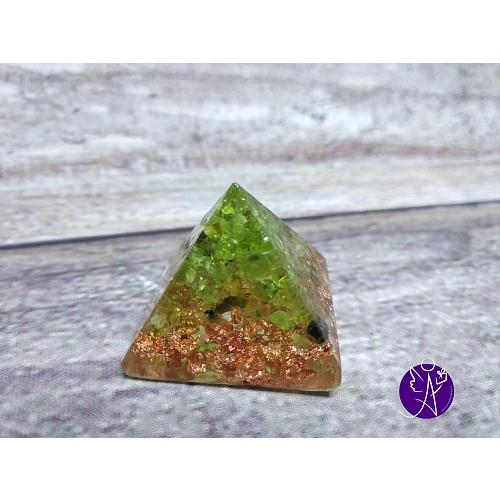 Orgonitová pyramida malá – olivín  2,5 x 2,5 cm