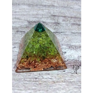 Orgonitová pyramida harmonizace 4. čakry Olivín a šatonová růže