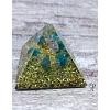 Orgonitová pyramida malá 4 x 4 cm opalit + neonový apatit