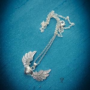 Andělská láska- milující anděl II. - přívěsek 3 x 4 cm